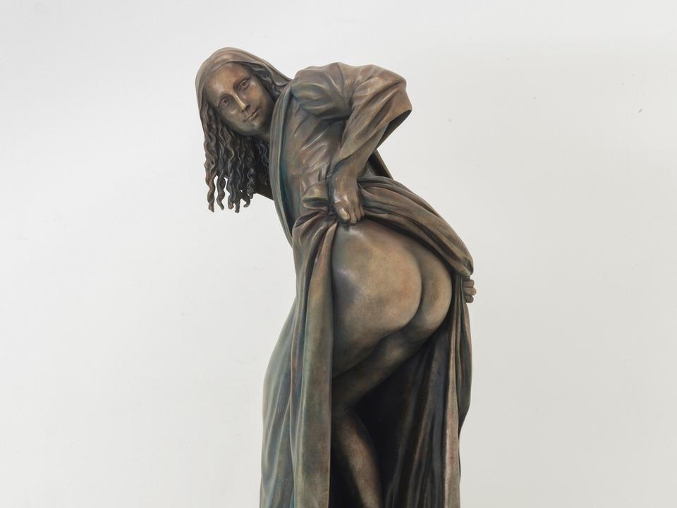 Moona Lisa statue by Nick Walker